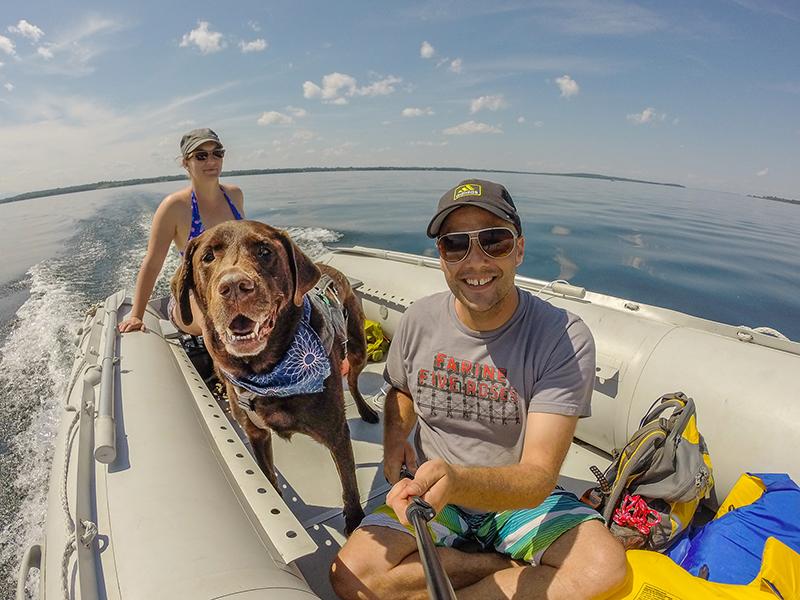 Boudha, heureux de faire une balade avec nous sur le lac Champlain. North Hero, Vermont (2015).
