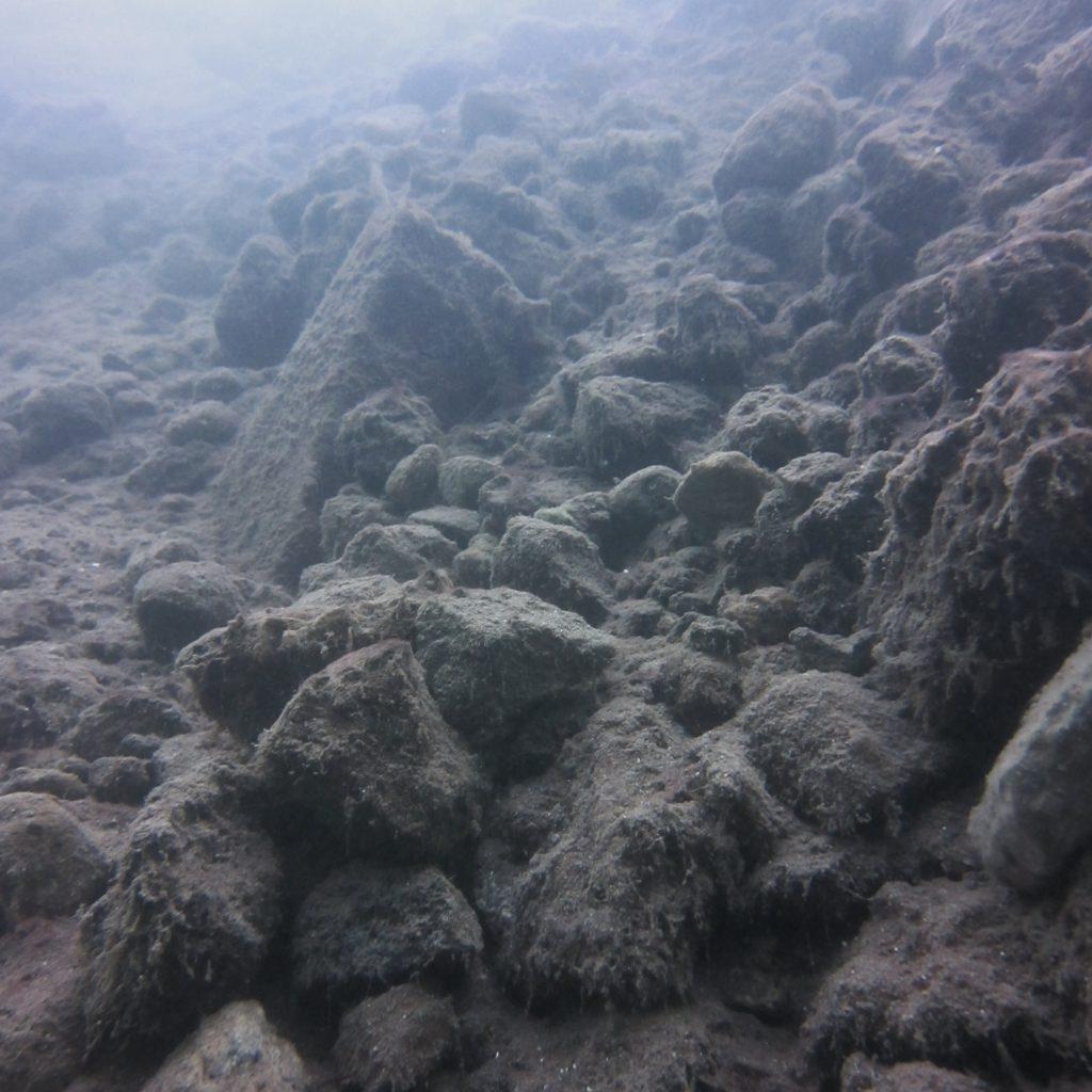 Roches et minéraux du cratère de volcan