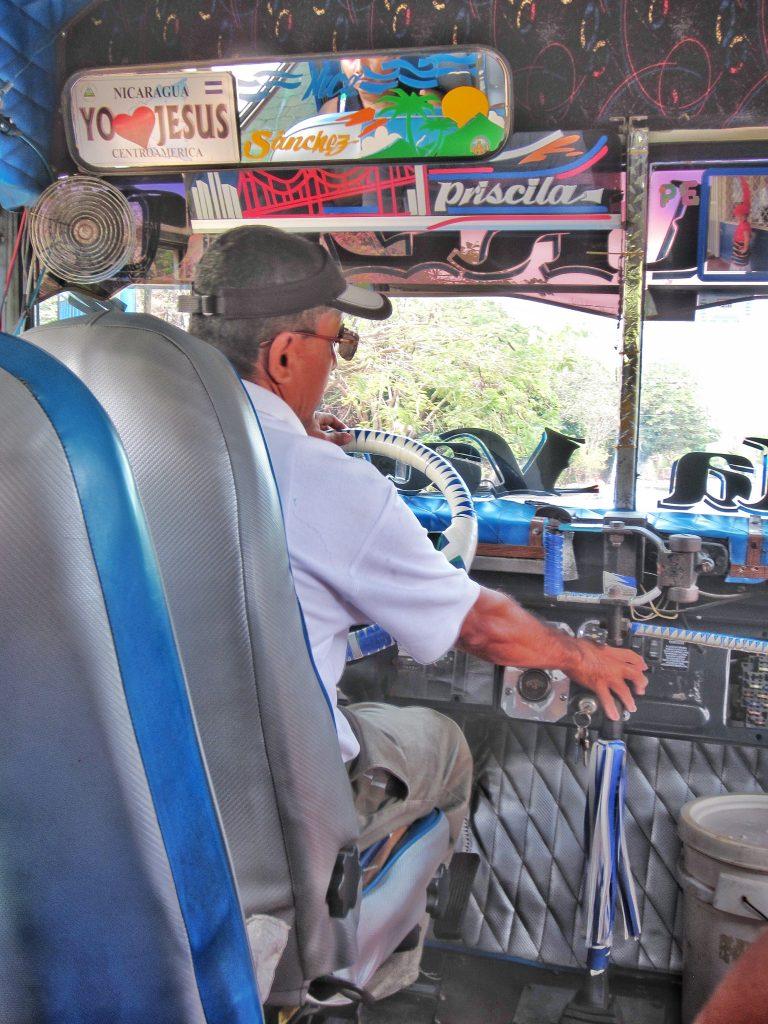 Chauffeur de chicken bus, nicaragua