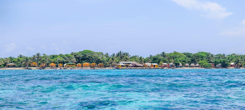 La série de cabana, côté est de Little Corn island. Ma cabana est la dernière sur la photo :)
