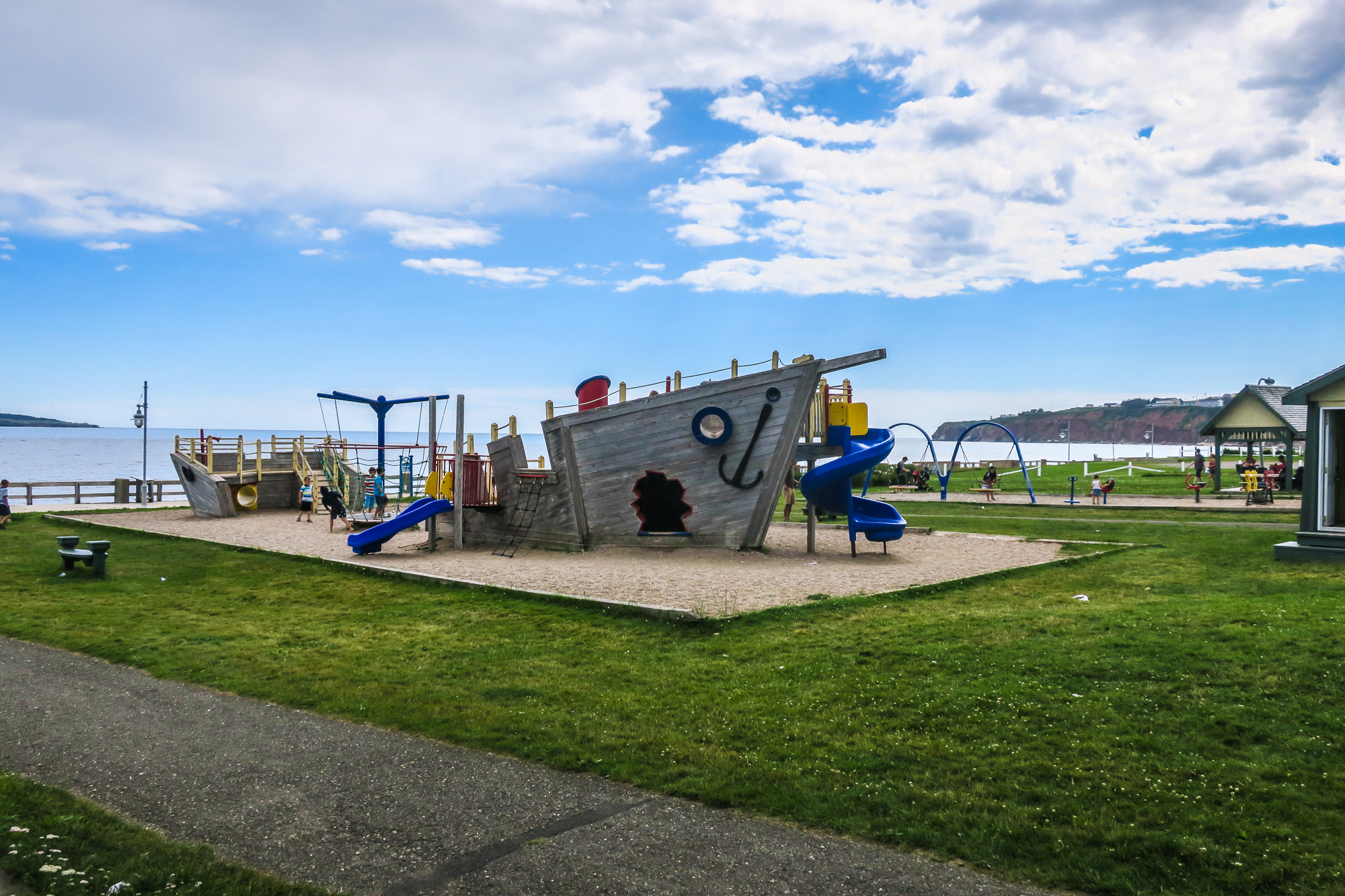 Parc adjacent au Club nautique de Percé