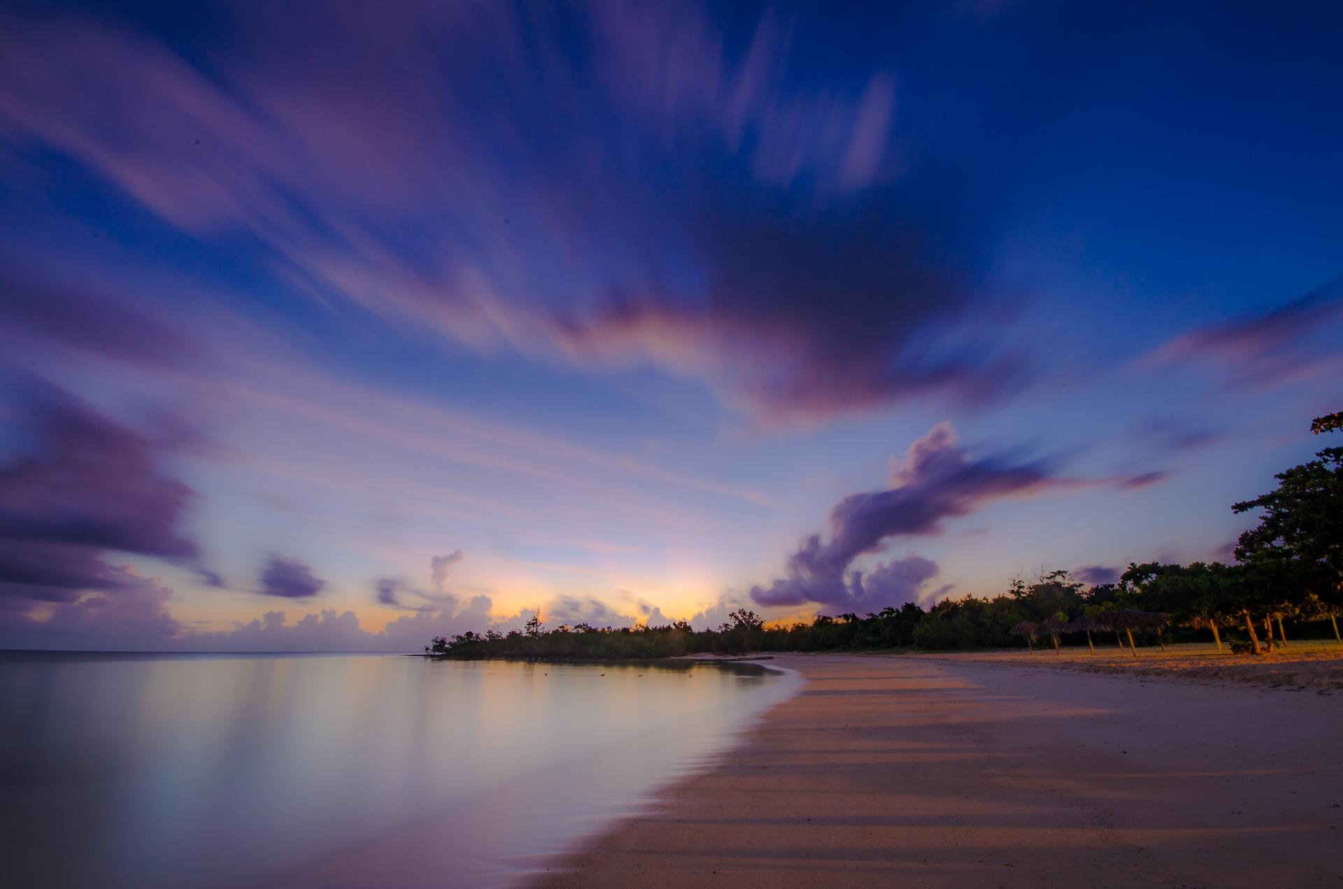 Levé de soleil sur la plage du Memories, Holguin, Cuba