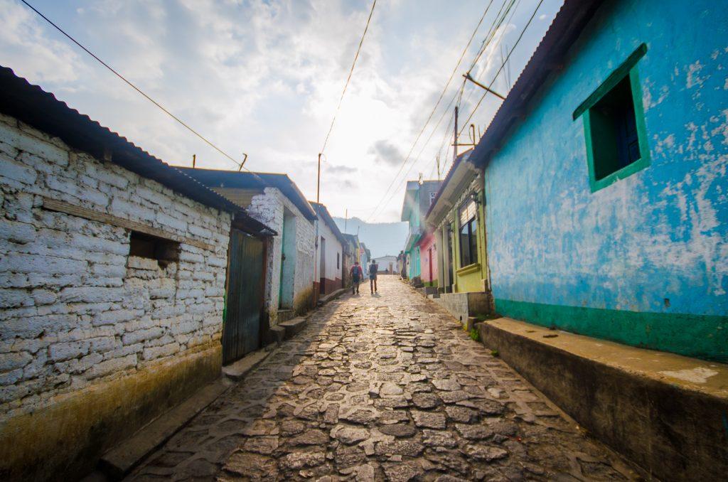 Une petit rue à San Juan la Laguna