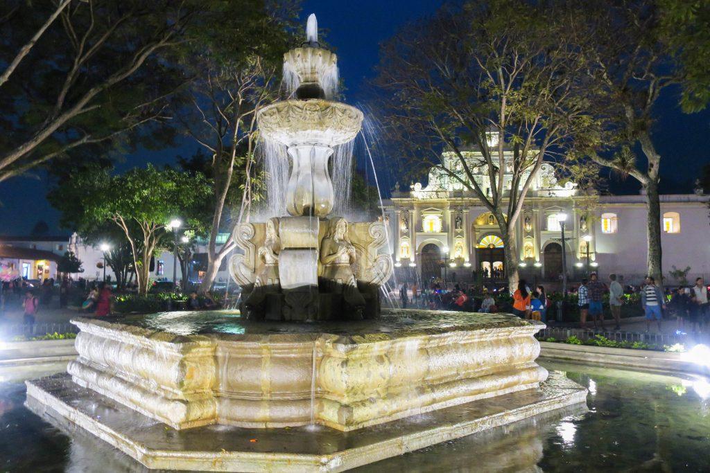 La fontaine au centre du parc