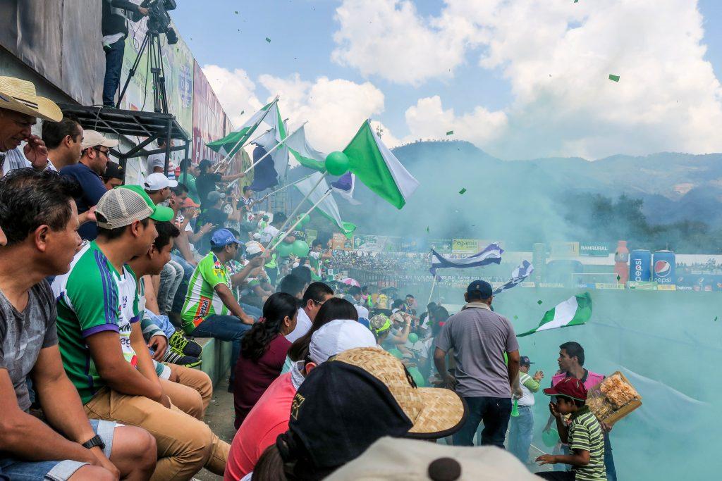 Les fans du Antigua GFC sont absolument déchaînés.